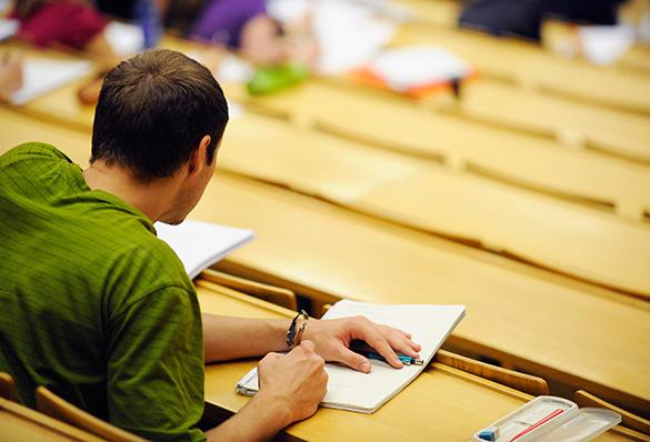 Для МГУ и СПбГУ могут разрешить учреждать вузы за рубежом.