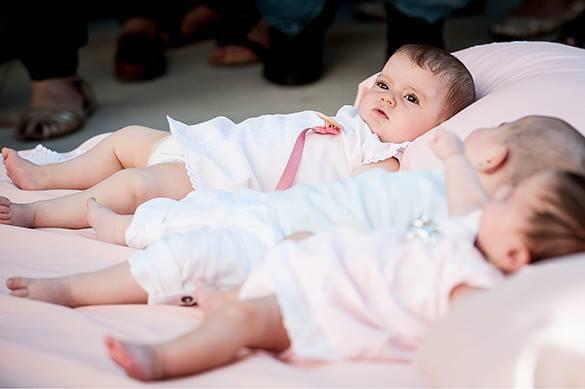 Демографический бум: В России зафиксирован рекордный рост населения. детки в кроватке