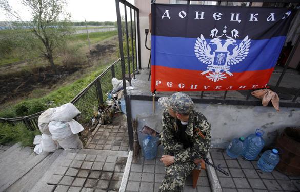 Ополчение ДНР подняло флаг над поселком Марьинка. 321001.jpeg