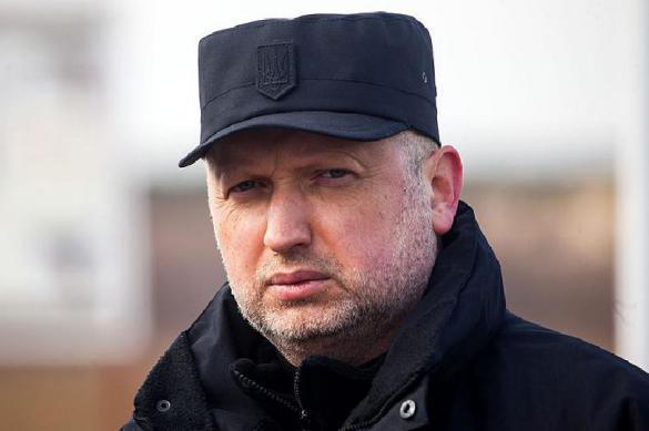 Турчинов сообщил, что сотрудничество с Россией приравняют к госизмене. 379002.jpeg