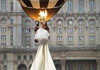 Румынские мастера сшили самое длинное свадебное платье. платье