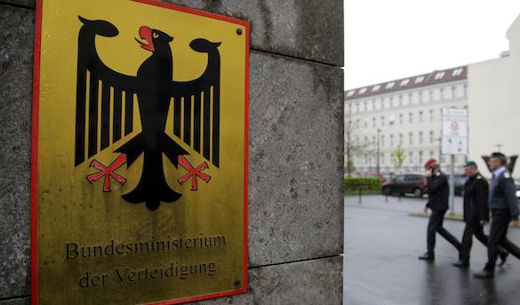 """Spiegel и ARD: пьяный спецназ Германии массово """"зиговал"""" на вечеринке. 374003.jpeg"""