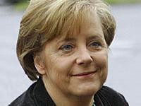 Медведев поздравил Меркель с победой