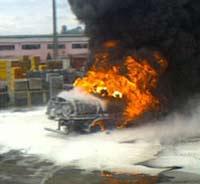 В центре Томска горит бензовоз