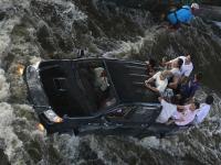 Горожане спешно покидают затопленный Бангкок. 248006.jpeg