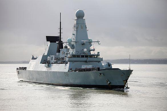 Британский эсминец пострадал от теплой воды на миллионы фунтов
