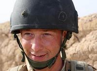 Британец выжил после попадания пули в каску