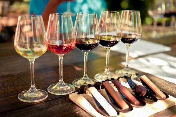 Почему врачи советуют запивать шоколад красным вином