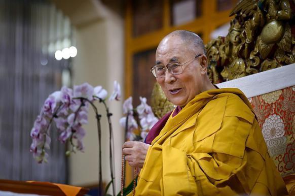 МИД Китая не одобрил намерение Далай-ламы переродиться в Индии.