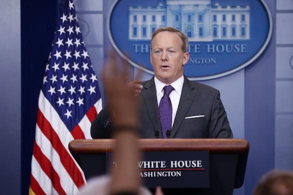 Сара Сандерс сменила Шона Спайсера напосту пресс-аташе Трампа
