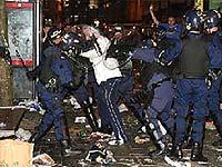 Фанаты «Барсы» на радостях атаковали полицейских