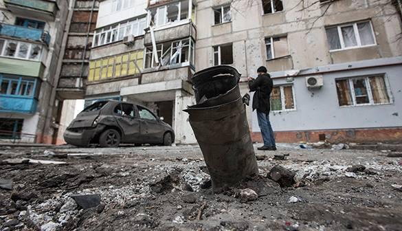 В Дебальцеве началась эвакуация мирных жителей. Город после обстрела