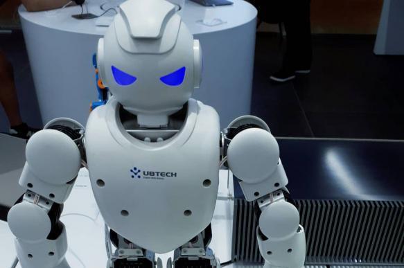 В Китае показали робота по прозвищу