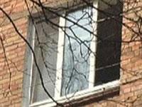 Чудовищная ревность: военный моряк выбросил детей из окна