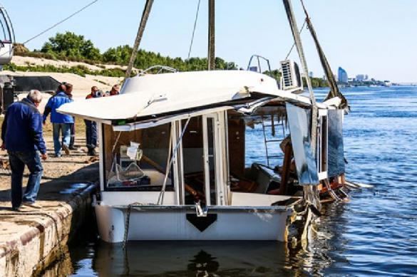 Ваварии баржи икатамарана погибли десять человек— катастрофа  наВолге