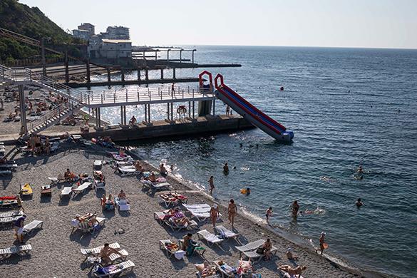 Поток туристов из России в Крым в этом году вырастет - эксперт. курорт, пляж, загар, море, крым, отдыхающие, отпуск