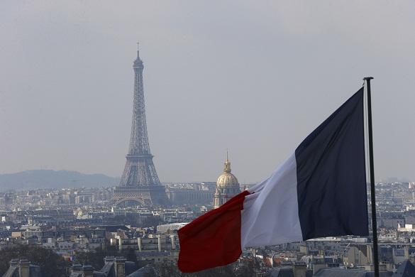 Минобороны Франции проверит данные ополетах замкомандующего ВВС домой наштурмовике