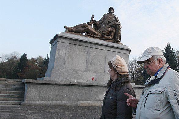 МИД Польши обещает не трогать захоронения советских солдат