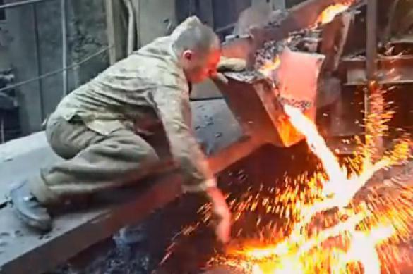 «Русские неумирают?»: жители Америки пришли вужас отвидео с«горячим сталеваром»