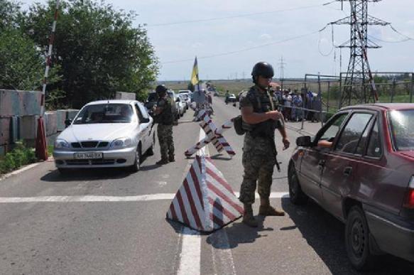 Гражданина России не пустили на Украину из-за георгиевской ленточки на чемодане. 395020.jpeg
