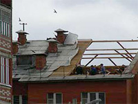 Упавший истребитель разрушил трехэтажный коттедж