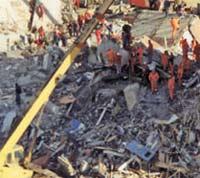 Число жертв обрушения дома в Китае растет