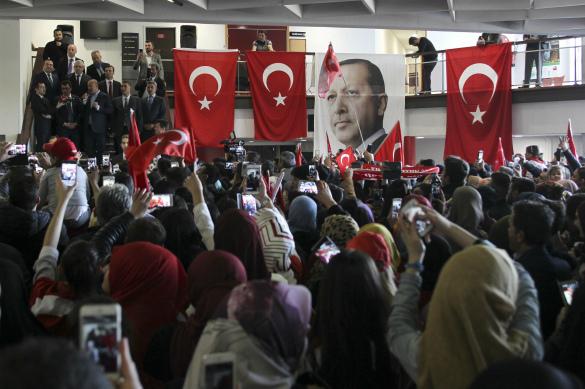 Выступление Мевлюта Савушоглу перед турецкой диаспорой во Франци