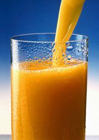 В день лучше всего пить 1 стакан свежевыжатого сока или 2-3