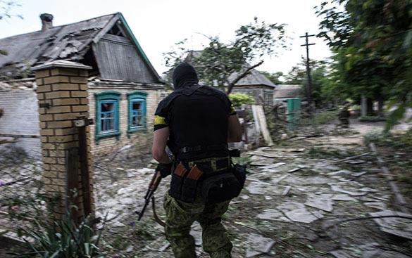 Украинские силовики досматривают  мобильные телефоны населения на предмет звонков