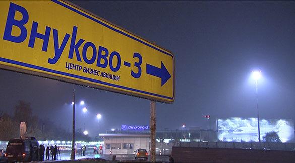 На ВВП во Внуково  бесконтрольно ездили две снегоуборочные машины. Во Внуково на полосе были две снегоуборочные машины