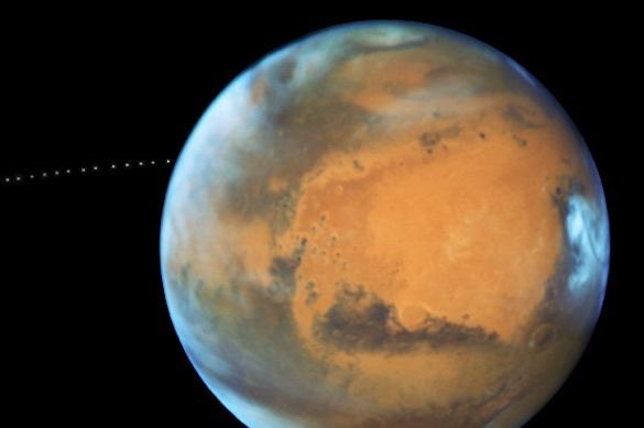 "Вращающийся вокруг Марса Фобос снял на видео ""Хаббл"""