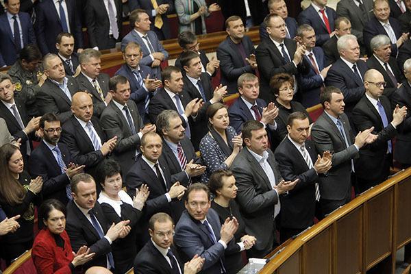 Работа украинского парламента отдаляется от реальности