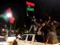 Ливийские повстанцы стреляют друг по другу. 254028.jpeg