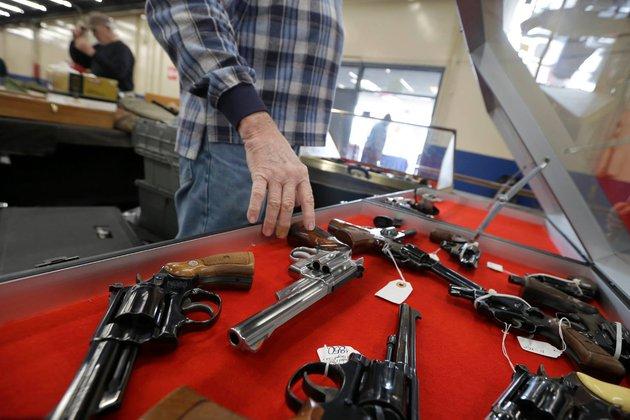США: простые американцы продолжают вооружаться. Оружейная ярмарка в США