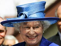Елизавете II разрешили пить вино во время матча по крикету