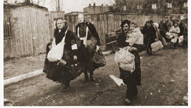 Порошенко перепутал западных украинцев с польскими евреями. Впрочем, ему все равно. Порошенко перепутал западных украинцев с польскими евреями. Впро