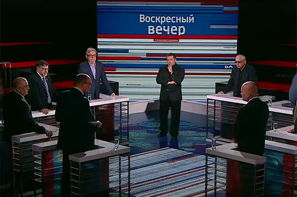 Украинский политолог назвал другого лысым чмо