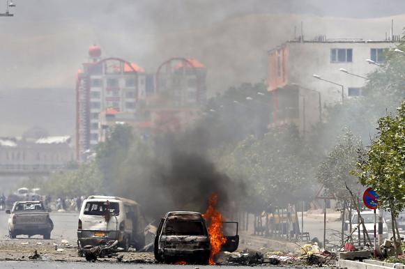 Микроавтобус подорвали в Афганистане: 12 человек погибли. Микроавтобус подорвали в Афганистане: 12 человек погибли
