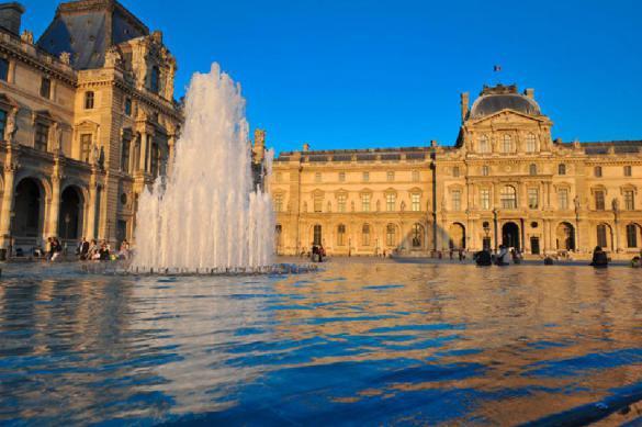 Парижский Лувр закрыли из-за угрозы распространения коронавируса. Лувр