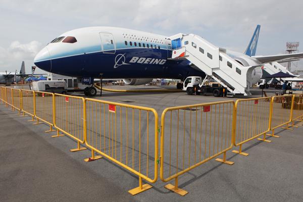 Самолет снова столкнулся со спецтехникой. Пассажиры выжили. 302034.jpeg