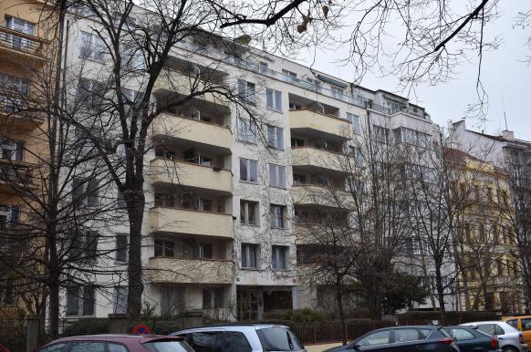 СМИ Чехии: посольство РФ сдает в аренду сотни квартир, которые были выделены дипломатам.
