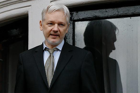 Основатель Wikileaks обвинил Клинтон в антироссийской истерии