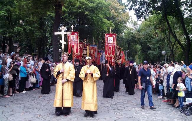 Националисты не решились остановить Крестный ход к Киеву