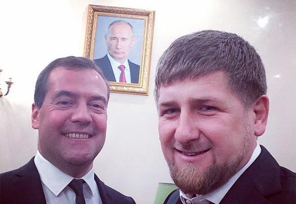 Кадыров и Медведев сделали селфи на фоне самого влиятельного человека в мире. 303040.jpeg