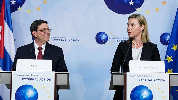 Могерини: Я рада возобновлению сотрудничества ЕС и Кубы. Могерини и Родригес (Куба)