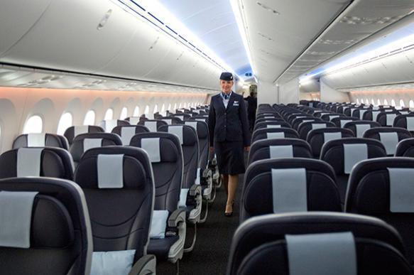 В Китае стюардесса умудрилась выпасть из самолета. В Китае стюардесса умудрилась выпасть из самолета