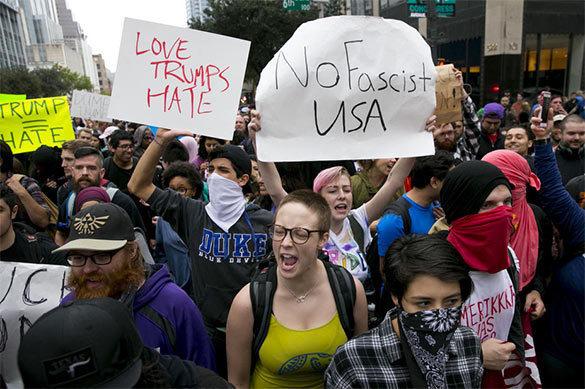 Трамп пригрозил протестующим, что не даст им денег