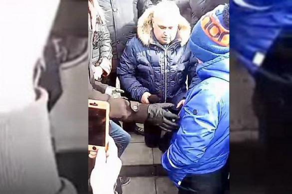 Вице-губернатор Кемерова на коленях попросил у народа прощения. 385044.jpeg