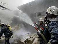 Донецкие пожарные ждут, пока склады догорят сами