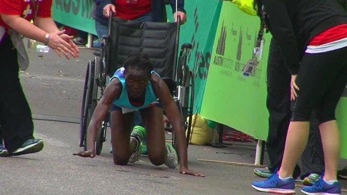 Кенийская марафонка приползла к финишу на четвереньках. 312045.jpeg